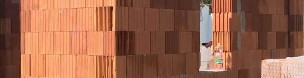 Az alaptest és a falazat találkozása (Intermezzo Gergely történetében)